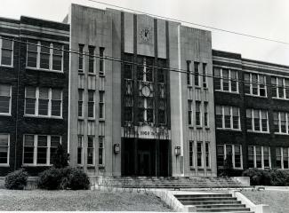Facade of Pearl High School
